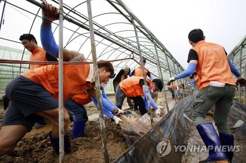 청주 수해복구 '구슬땀'…전국서 자원봉사자 발길 이어져