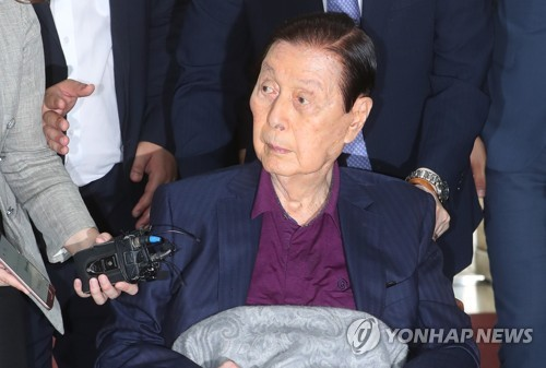롯데그룹, 70년 만에 '신격호 시대' 막 내렸다(종합)