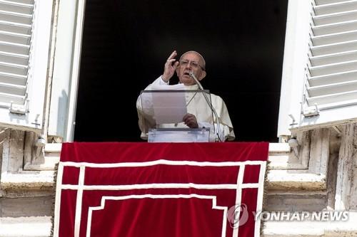 """교황 """"개개인 존엄이 국가안보에 우선…난민 환영해야"""""""