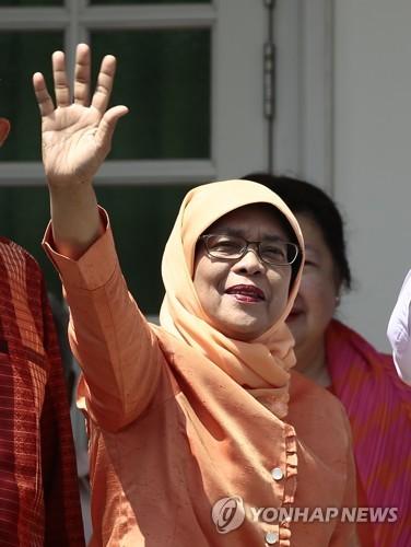 """싱가포르 첫 여성대통령 된 할리마 """"나는 모두의 대통령"""""""