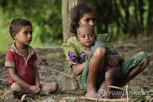 로힝야족 미얀마 대탈출 와중에 아이들은 부모를 잃었다