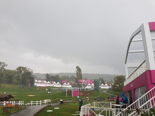 LPGA 에비앙 챔피언십 1라운드 폭우로 중단