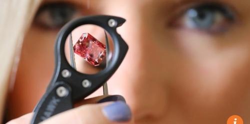 홍콩서 세계 최대 '빨간 다이아몬드'경매…수십억원에 낙찰될 듯