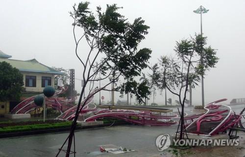 베트남 중북부에 태풍 '독수리' 상륙…홍수·정전, 8만명 대피
