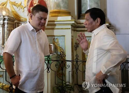 '바람 잘 날 없는' 필리핀 두테르테, 정적과 부정축재 의혹 공방