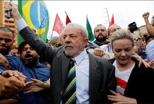 '부패 스캔들도 못막아'…룰라, 브라질 대선레이스 선두