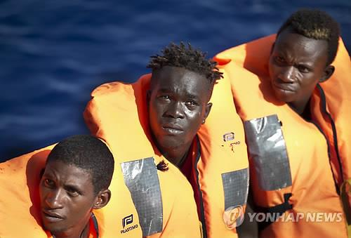 리비아 서부 해안서 난민선 난파…100명 실종