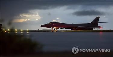 """軍 """"B-1B 비행 한미간 사전조율""""…北대공레이더 포착관측 엇갈려(종합)"""