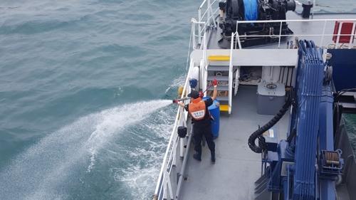 해상에 폐수 1천여ℓ 버리고 달아난 예인선 기관장 입건