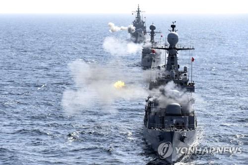 """""""적 해상도발 격멸한다""""…해군 1함대 해상기동훈련"""