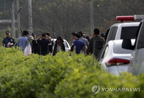 청주 20대 여성 살해범·방조 여친 범행 태연하게 재연