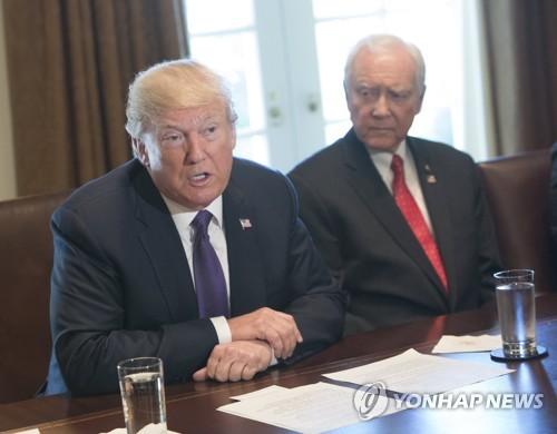 "WP ""트럼프, 전사군인 유족에 2천800만원 위로금 약속 안지켜"""