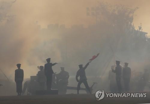 [김귀근의 병영톡톡] 매티스 환영행사에 '19발 예포' 의미