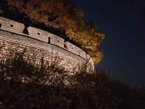 [가을엔 한양도성] 달빛 벗 삼아 야간 산책 어때요