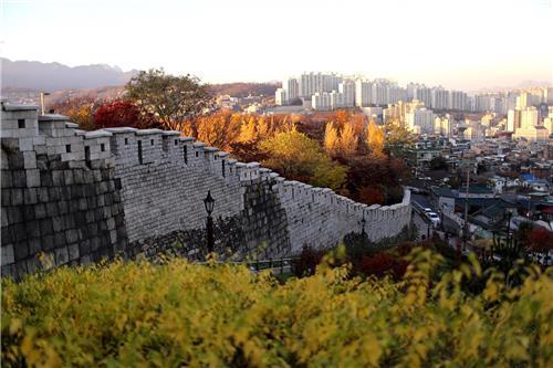 [가을엔 한양도성] 성곽길 따라 물든 가을빛…'순성놀이' 해볼까