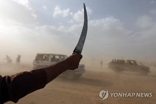 """""""이란제 미사일"""" vs """"미제 폭탄""""…'네탓'공방 속 죽어가는 예멘"""