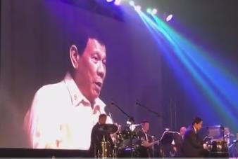 두테르테, 트럼프 요청에 필리핀 가요 즉석 '열창'