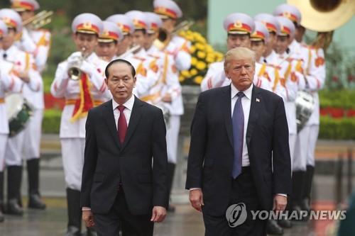 """무역불균형 '뿔난' 美 트럼프, 베트남에 """"미사일 등 무기사라"""""""