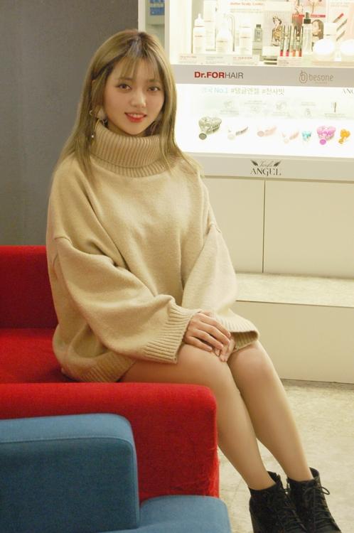 """뷰티 유튜버 미아 '판사봉 대신 브러시로 """"대박""""'"""