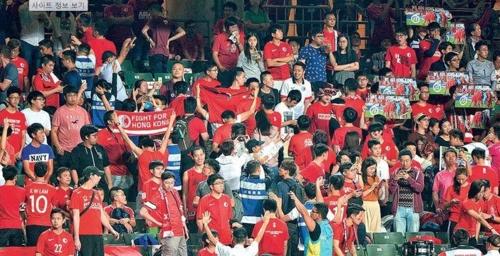 계속되는 저항…홍콩 축구팬, 中 국가에 또다시 야유