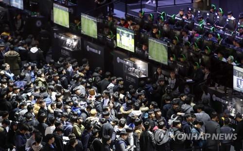 지스타 열기 '후끈'…첫날 4만명 관람 '역대 최다'