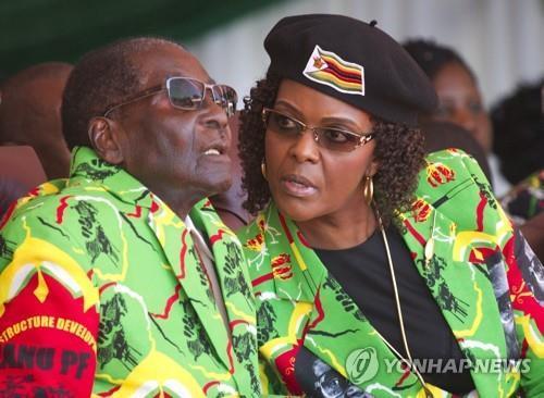 짐바브웨 무가베 대통령 탄핵 위기…집권당에서도 제명(종합)