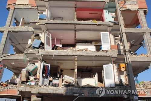 이란 지진에 '와르르' …정부 임대 '친절 주택' 불안 커져