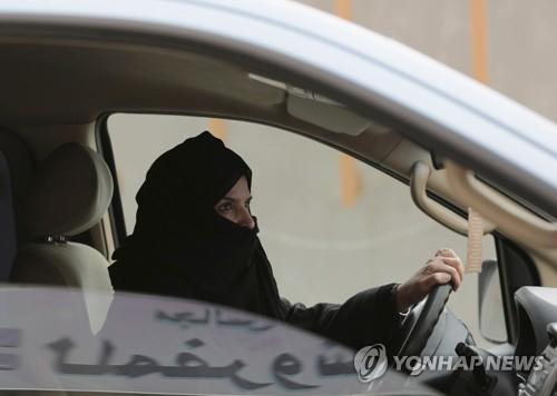 사우디 여성 운전교습 내년 3월 시작…외국인 女강사 강습할 듯