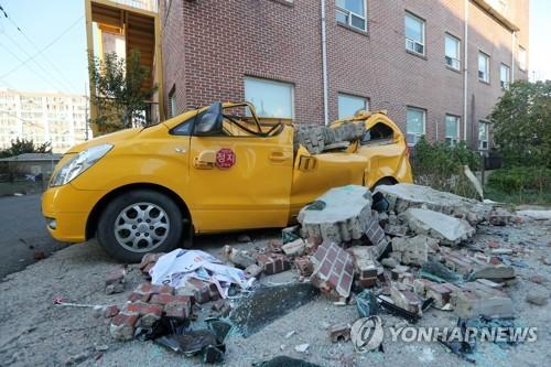 지진에 와르르 떨어진 건물 외벽…외장재 내진 강화 추진