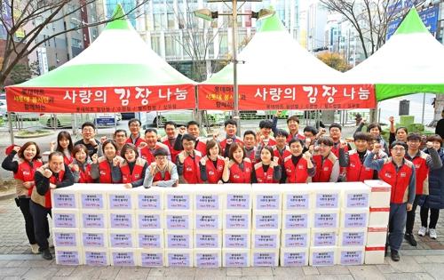 롯데마트, 1만 포기 김장 담그기 봉사