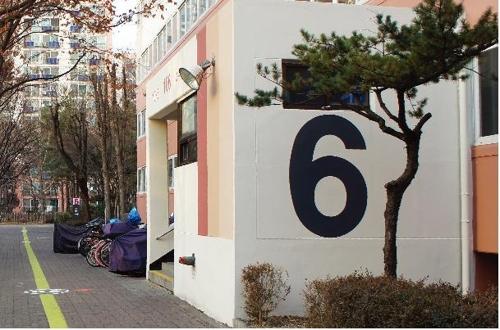 아파트에 큰 숫자·감각적 조형물 설치 후 인지장애 30%↓