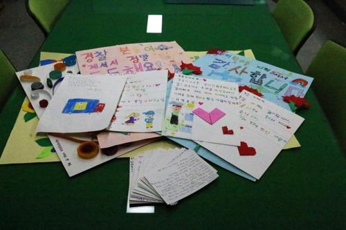"""""""학교 폭파"""" 협박범 잡은 경찰에 초등생들 감사의 손편지"""