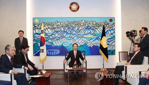"""정 의장 """"법사위 120일 이상 계류법안 파악하라""""…처리 독려"""