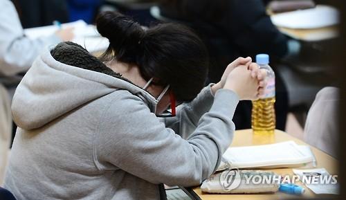 '지진연기' 수능 오늘 시행…59만3천명, 8시10분까지 입실