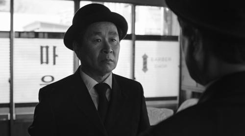 [리뷰] 잊고 있던 흑백의 향기 '메리 크리스마스 미스터 모'