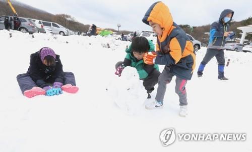 스키타고 산행 즐기고 축제구경까지…초겨울 정취 만끽