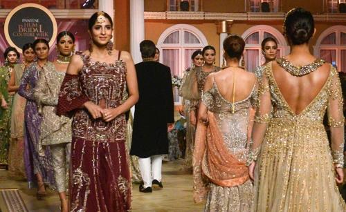 [사진현장] 이슬람국가 파키스탄의 '신부 예복 패션쇼'