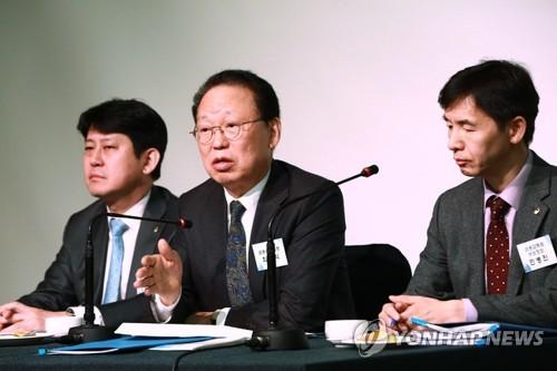 """금감원장,'연임 비판' 금융지주 회장들과 조찬…""""정례 행사"""""""