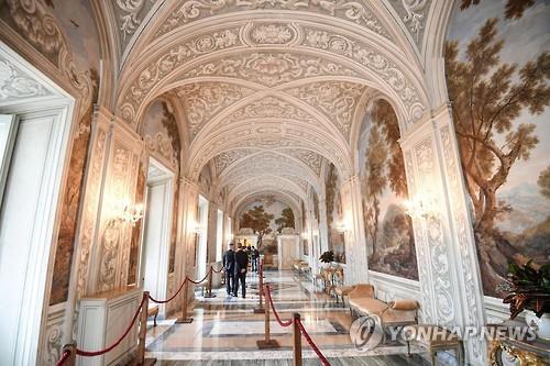 500년 된 이탈리아 라파엘로 유작 벽화 2점 발견