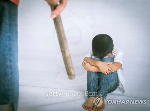 어린 자녀 때리고 욕설한 아빠들…무죄·형사처벌 면해