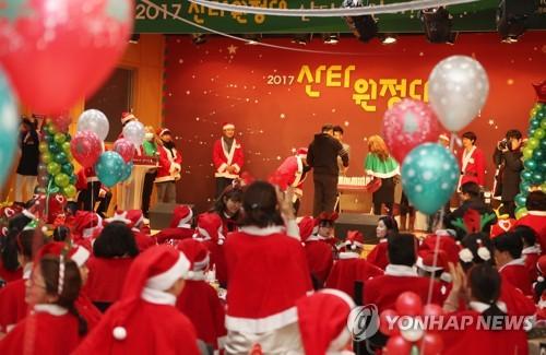 """[카메라뉴스] 산타가 간다… """"크리스마스에는 사랑을"""""""