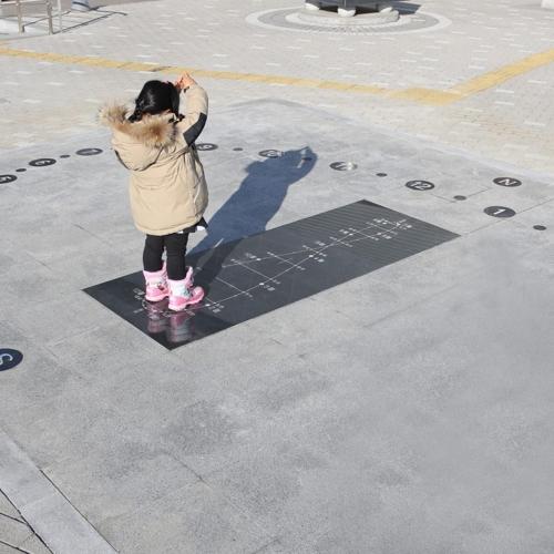 """[카메라뉴스] """"천안홍대용과학관서 인간 해시계 즐겨요"""""""