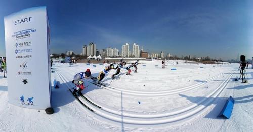[VR현장] 한강서 즐기는 스키…서울 크로스컨트리 대회