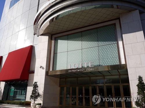 '한파 기승'…백화점, 아웃도어·겨울의류 최대 75% 할인 판매