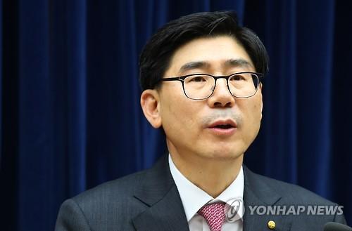'채용비리' 이광구 전 우리은행장 구속영장 심사 출석