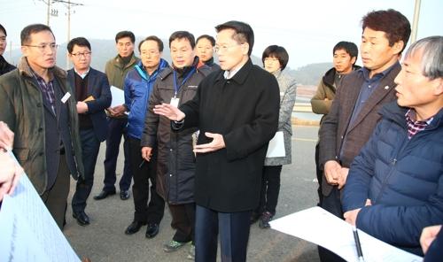 한경호 도지사 권한대행, 창녕함안보 확대개방 피해농가 점검