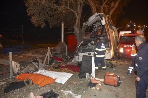 터키서 스키여행 가족들 태운 버스 나무에 충돌…11명 숨져