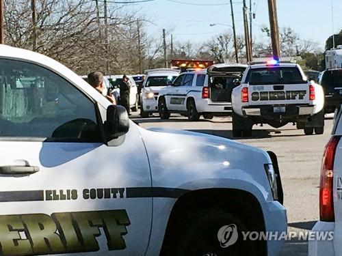 미 텍사스 고교서 총격 사건…15세 소녀 총탄 맞아