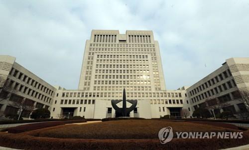 """'원세훈 재판 靑영향력' 의혹에 대법관들 """"사실 아니다"""" 입장(종합)"""
