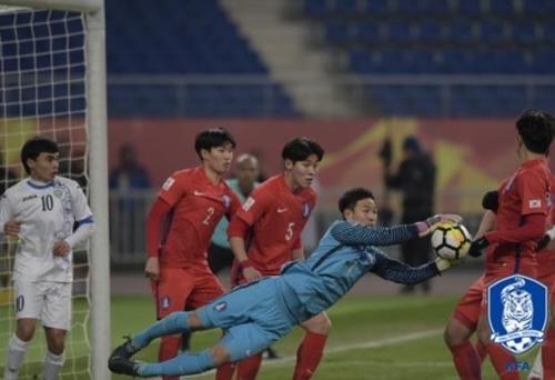 U-23대표팀 수적 열세 속에 우즈베크에 1-4패…결승진출 실패